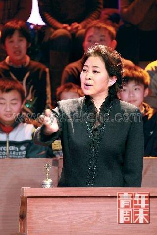 倪萍复出主持拒绝煽情 亮相云南卫视引热议