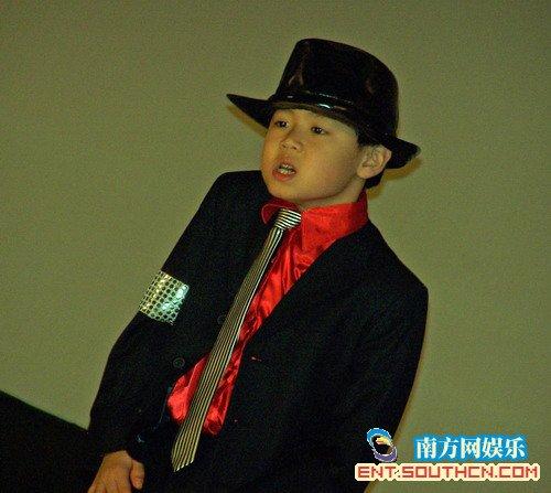 迈克尔·杰克逊歌迷怀念偶像 广州组织观影会