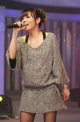 张靓颖首唱自创歌曲《I do》 赞曾轶可创作才华