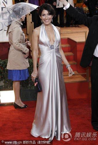 第67届金球奖红毯 《豪斯》女星丽莎银裙耀目
