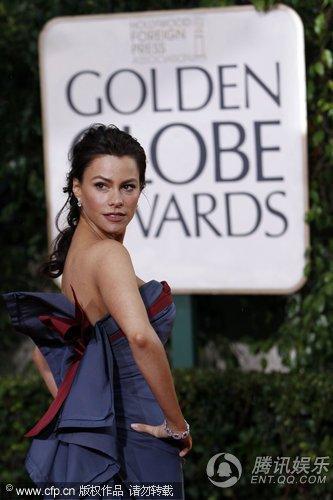 第67届金球奖红毯 名模索菲娅维加拉叉腰秀身段