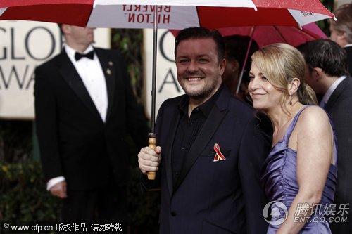 第67届金球奖红毯 喜剧明星瑞奇·热维斯亮相