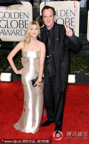 第67届金球奖红毯 昆汀携爱将梅拉尼·罗兰亮相