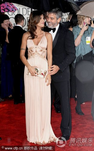 第67届金球奖红毯 乔治·克鲁尼携女友亮相