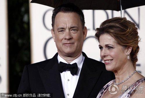 第67届金球奖红毯 汤姆汉克斯凝视娇妻深情款款