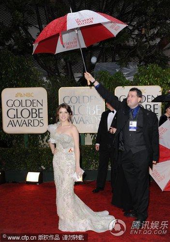 第67届金球奖红毯 《暮光之城》女星安娜登场