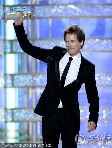 凯文·贝肯获电视电影、迷你剧集最佳男主角奖