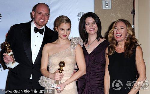 《灰色花园》获两项大奖 导演迈克尔携主创合影