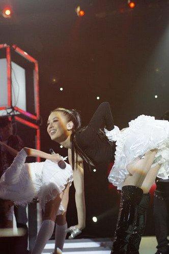黄圣依《节节高声》大秀舞技 现场教学
