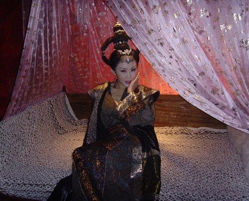 琵琶精周诗雅变身戏里古装戏外短裙(图)情趣时尚真丝粉红图片