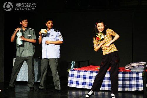 话剧《上下走》惊现山寨 新年走红春晚火爆网络