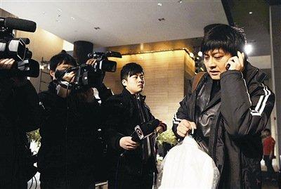 罗海琼嫁华谊副总裁 张扬当伴郎冯小刚到场祝贺