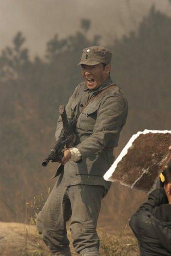 《等到胜利那一天》陆续开拍  焦恩俊带病指挥打仗