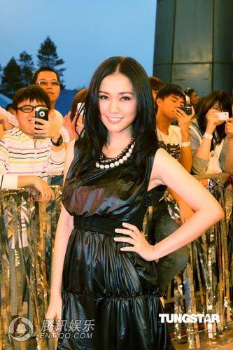 谢安琪马来西亚私会歌迷 赞歌迷够纯有味道(图)