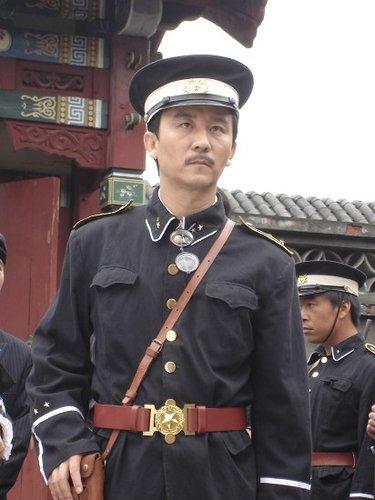 《丐侠传奇》火热播出 赵毅剧中众多形象曝光