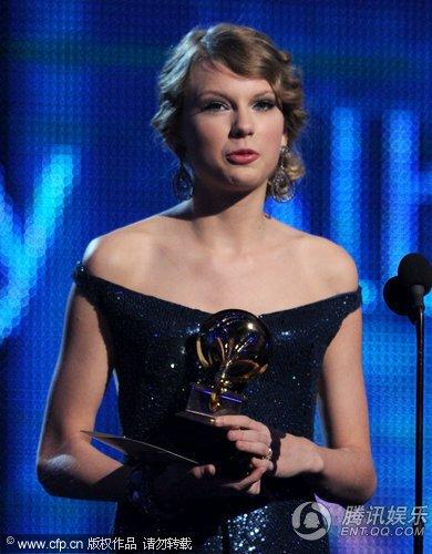第52届格莱美现场:小天后泰勒获最佳乡村专辑