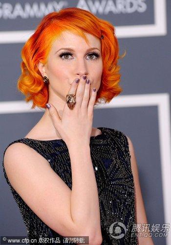 第52届格莱美音乐奖:Paramore主唱红发抢眼