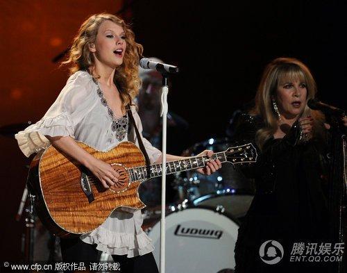 Taylor Swift格莱美表现紧张 现场表演高音失常