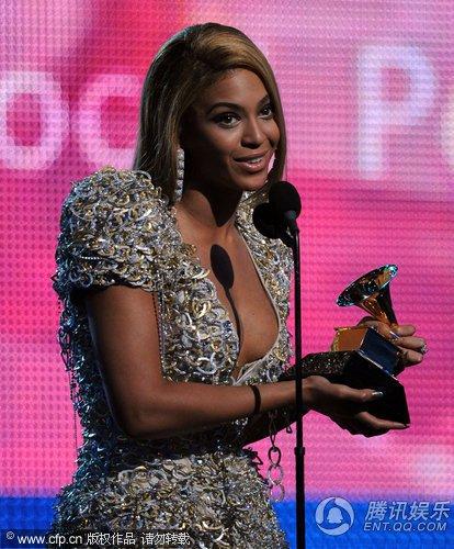 碧昂斯获最佳流行女歌手 瑞奇马丁与米雪儿颁奖