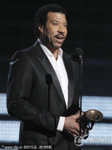莱昂纳尔-里奇宣布迈克尔-杰克逊获终身成就奖