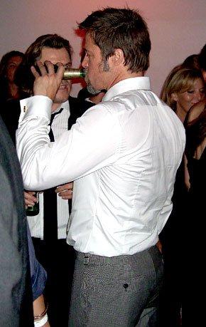 共事明星称:与皮特一起喝酒会让人酒精中毒