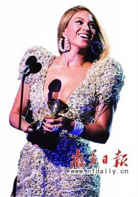 格莱美女歌手星光耀眼 碧昂斯夺6项大奖创纪录