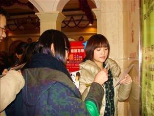 金莎新戏上海开拍 人气飙高歌迷千里探班寻偶像