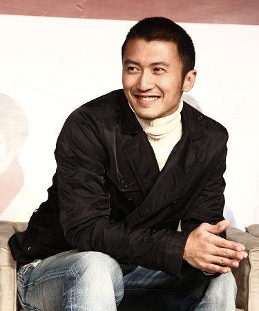 《全城热恋》上海首映 谢霆锋:吻戏很色不敢拍