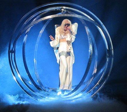 Lady Gaga欧洲巡演更像音乐剧 受美国名著影响