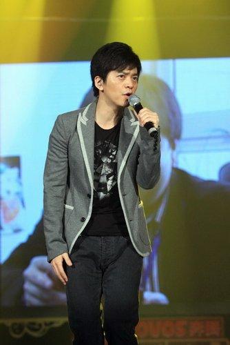 李健飙人气新专辑卖到缺货 沾光王菲唱《传奇》