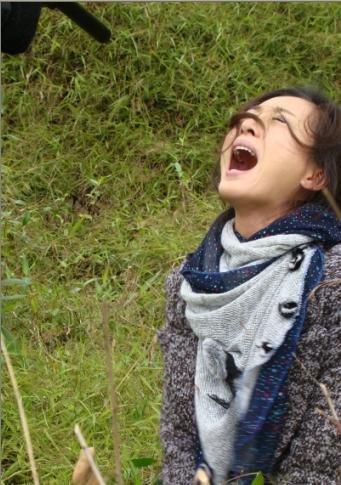 """新《永不瞑目》拍外景 姜鸿""""将错就错""""出好戏"""