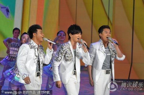 2010央视春晚 小虎队《再聚首》串烧重现经典