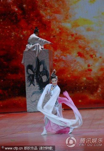 2010央视春晚现场直播 舞武《对奕》气势磅礴
