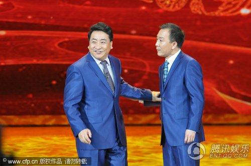 央视春晚现场 姜昆、戴志诚表演《和谁说相声》