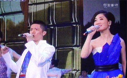 2010央视春节联欢晚会 凤凰传奇献上《天蓝蓝》