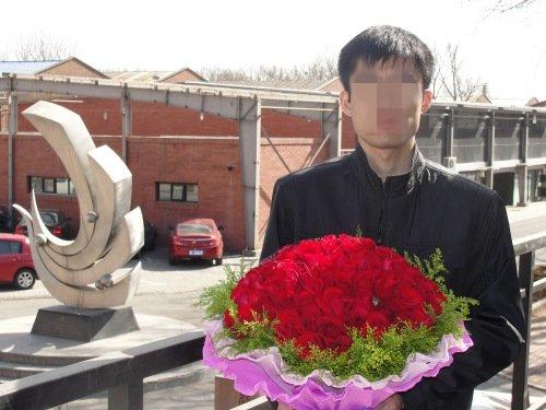 孙菲菲遭影迷示爱 99朵玫瑰只为见佳人一面(图)