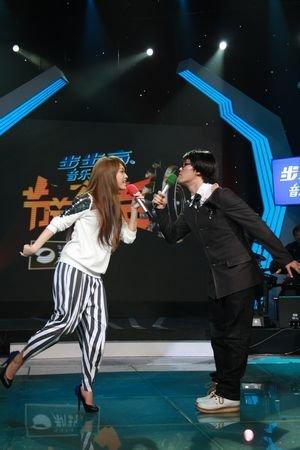 杨丞琳录影现场揭老底 小猪被爆曾跪地求赞美