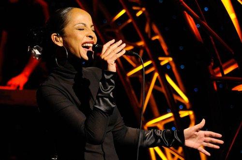 Sade蝉联全美专辑榜冠军 整体唱片销量大幅下降