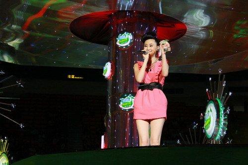 龙女郎林鹏喜获雪碧榜新人奖 音乐影视全面开花