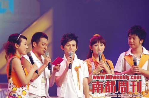 """《快乐大本营》以何炅(左三)为首的""""快乐家族""""主持群落"""
