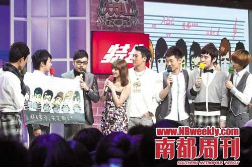 《天天向上》节目现场,大哥汪涵(左三)与一众小生主持