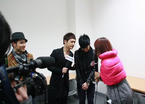 "MIC男团登陆音乐汇 后台谢娜真传""娜式""舞步"