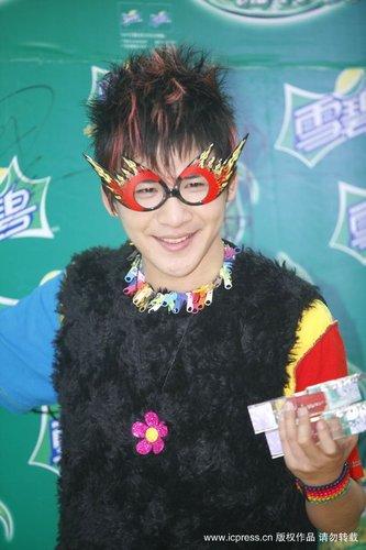 张芸京、大张伟连夺中国原创音乐榜两项大奖