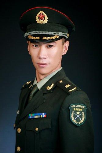 郑昊颠覆以往形象 《中国远征军》演粗犷连长