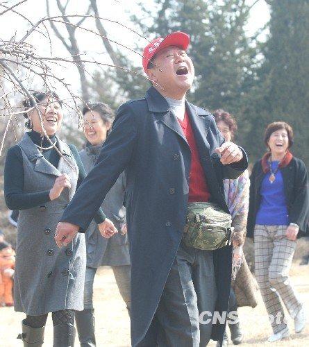 范伟解读幸福 暂无上春晚打算 放心赵本山表演