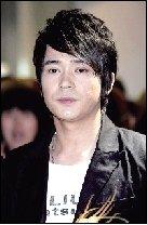 阿穆隆杭州驾车发生车祸 涉嫌酒驾肇事逃逸被拘