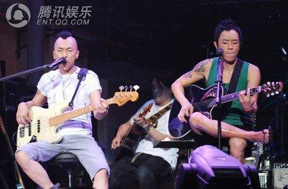beyond金曲广州演唱会 黄家驹红色吉他再现 图