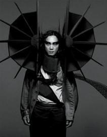 陈奕迅营造男版LadyGaga 封面造型口碑呈两极化