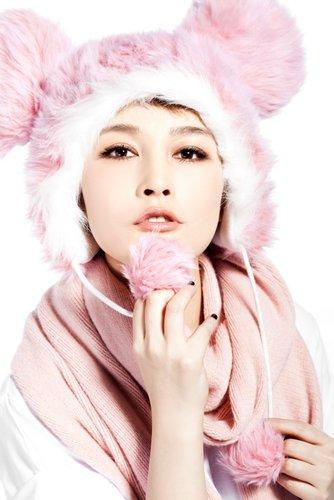 厉娜化身勇气天使 新歌《忘》向偶像王菲致敬