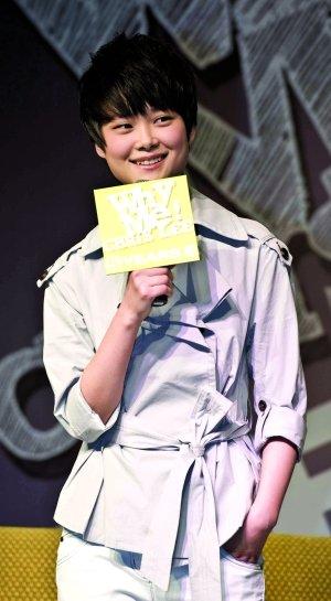李宇春为演唱会造势 避谈续约称到约满才揭晓